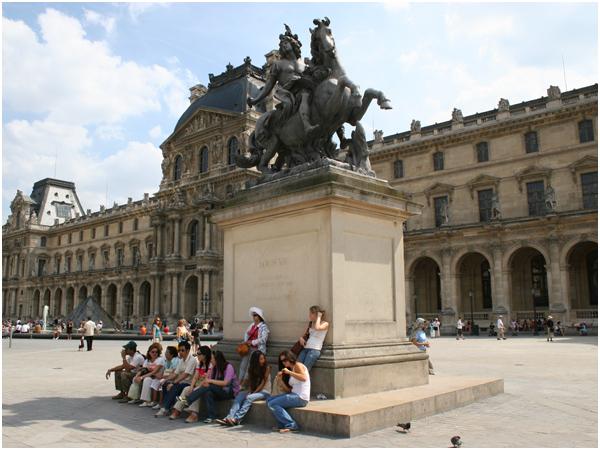 파리_루브르 박물관 광장의 루이 14세 기마상
