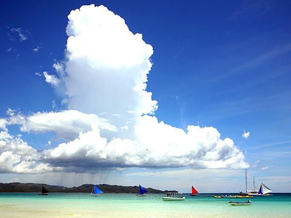 화이트 비치(White Beach)