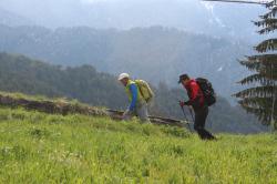 몽블랑 두사람의 트레킹 장면