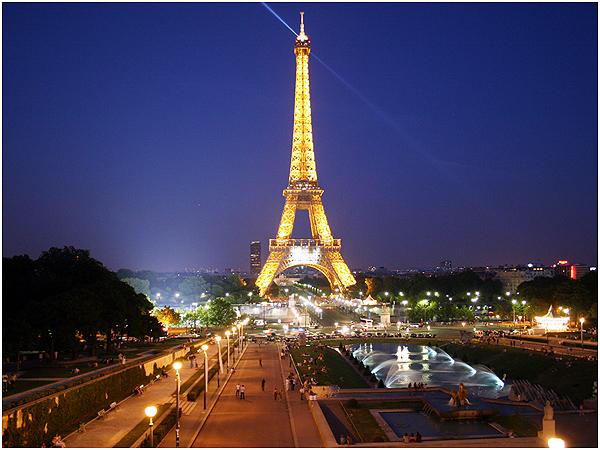 파리_에펠탑의 아름다운 야경
